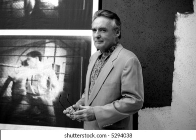 Dennis Hopper, in an opening of one of his exhibitions.