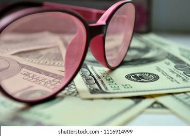 Denominations of $ 100 through rose-colored glasses