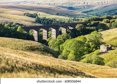Dent Head Viaduct, Yorkshire Dales near Cowgill, North Yorkshire, UK