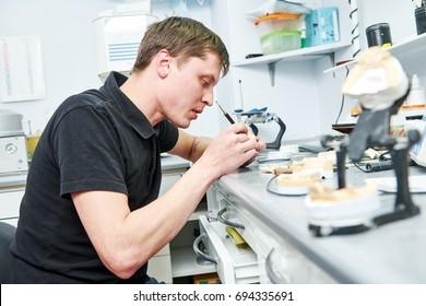 dental prosthesis worker
