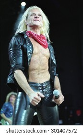 DENVER	JUNE 9:		David Lee Roth June 9, 2002 Fiddlers Green in Denver, CO.