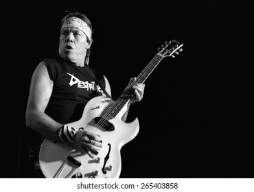 DENVER 	AUGUST 13:		 George Thorogood August 13, 2002 at the Comfort Dental Amphitheater in Denver, CO.