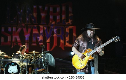 DENVERJULY 02:Guitarist Gary Rossington of the Southern Rock Band Lynyrd Skynyrd performs in concert July 24, 2002 at Red Rocks Amphitheater in Denver, CO.