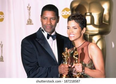 Denzel Washington and Halle Berry at the Academy Awards, 3/24/2002, LA, CA