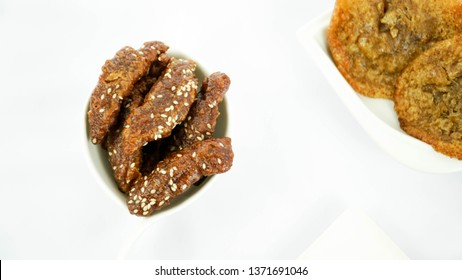 Deppa Tori, Beppa tori, cicuru or deppa tektekang is a traditional indonesian snack made from brown rice mix with brown sugar and water and have baked
