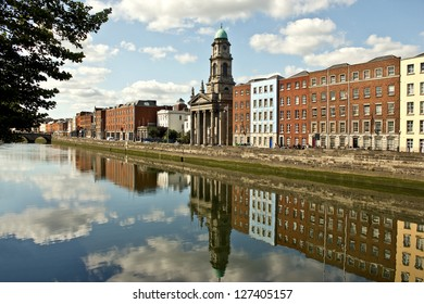 Der Fluss Liffey in Dublin, Irland