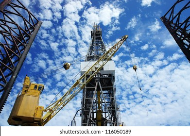 Derrick of Offshore Jack Up Oil Drilling Rig and Rig Crane