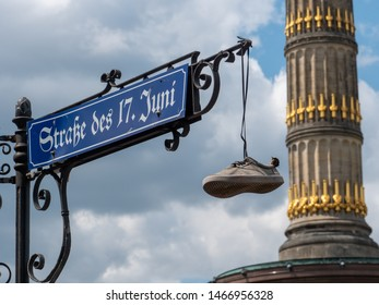 Straße des 17. Juni Street sign with Victory Column in the background.