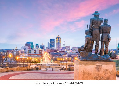 Des Moines Iowa skyline in USA with The Pioneer of the former territory statue (more than 60 years old statue) it was completed in 1892