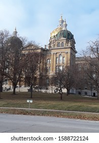 Des Moines, Iowa / US - December 14, 2019: The Iowa State Capitol, also known as the Iowa Statehouse, as residents anticipate the electoral caucuses. 150134_001