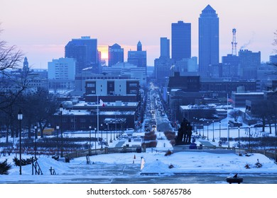 Des Moines skyline at sunset. Des Moines, Iowa, USA.