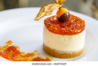 desert of aguaymanto and vanilla icecream