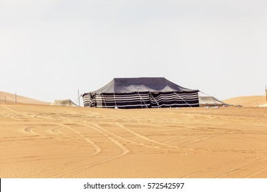 Desert camp at the Moreeb Dune in Liwa Oasis area. Emirate of Abu Dhabi, United Arab Emirates, Middle East
