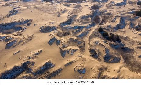 paysage désertique, interminables dunes de sable dans le désert Oleshky Sands