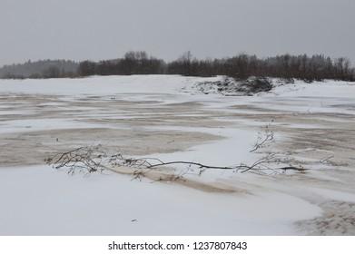 Desert landscape on the banks of the Vychegda river in late November.