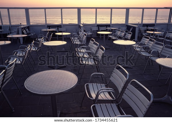 deserted-seaside-cafe-terrace-tables-600