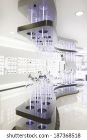 design in fashionable glasses shop