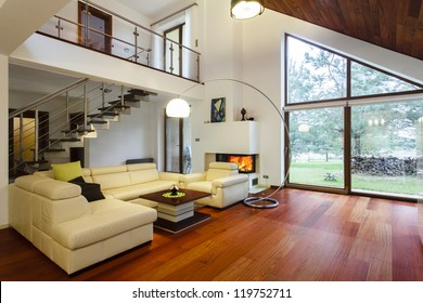 Designer's house with entresol and spacious living room