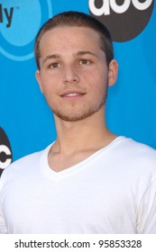Desperate Housewives star SHAWN PYFROM at the Disney ABC TV All Star Party at Kidspace in Pasadena. July 19, 2006  Pasadena, CA  2006 Paul Smith / Featureflash