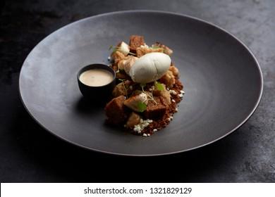 dessert with cake, fried banana, vanilla ice cream, toffee and vanilla sauce