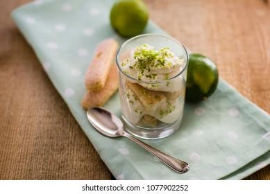 dessert with lemon cream and cookies