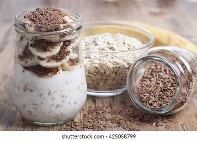 Dessert of oatmeal with flax seeds, with banana, cream and chocolate.
