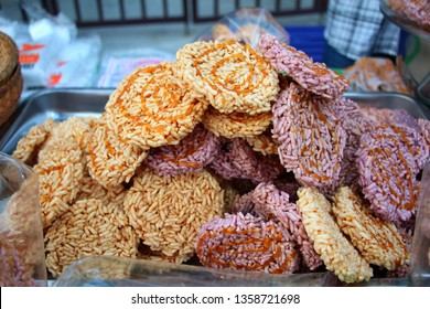 Desserts are made from dried glutinous rice and then fry in oil until inflated and then simmer the sugar cane until simmered on rice called Nang Laet.