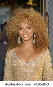 Destiny's Child singer & actress BEYONCE KNOWLES at the Hollywood premiere of her new movie Austin Powers in Goldmember. 22JUL2002.   Paul Smith / Featureflash