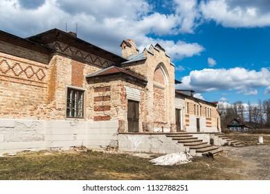 The destroyed building of the cattle yard of the estate of Khrapovitsky in Muromtsevo