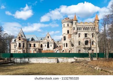 The destroyed castle of the estate of Khrapovitsky in Muromtsevo