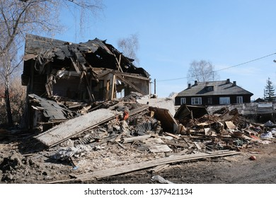 destroyed old house in the province of Russia, poverty