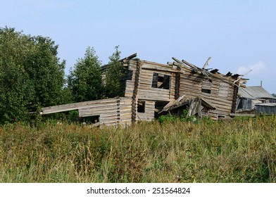 Destroyed old wooden house in the northern Russian village