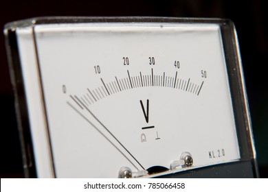 Detail of an analog voltmeter, pointer and scale