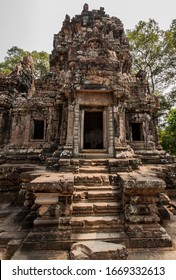 Detail of the ancient Angkor Thommanon Temple n the Angkor Area, near Siem Reap, Cambodia, Asia. Buddhist monastery from the 12th century. Asian architectural background. Hindu temple complex.