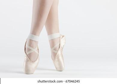 detalle de los pies de la bailarina de ballet
