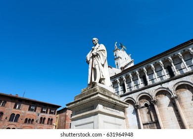 Detail of the church of San Michele in Foro and the statue of Francesco Burlamacchi in the ancient town of Lucca, Toscana (Tuscany), Italy, Europe