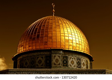 Detail of the Dome of the Rock, one of the most holy places of Islam. The dome is covered with 80 kilograms of gold. Located on the Temple Mount in the Old City of Jerusalem, Israel.