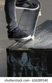 Detail of an evolution with the skateboard