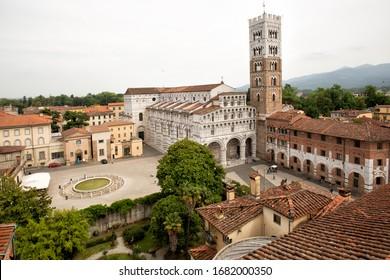 Vue extérieure détaillée de la cathédrale de Lucques (Duomo di Lucca, Cattedrale di San Martino) est une cathédrale catholique romaine dédiée à Saint-Martin à Lucques, Italie. C'est le siège de l'Archevêque de Lucques.