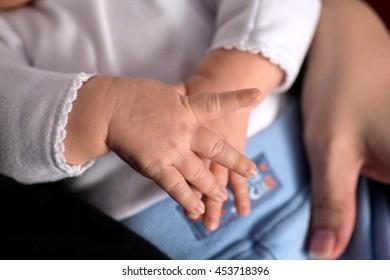 Detail hand babies