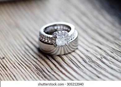 detail image of wedding rings