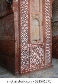 Detail, Islamic  bas relief and mosaic decorations on red sandstone walls  Fatepuhr Sikri, Agra, India