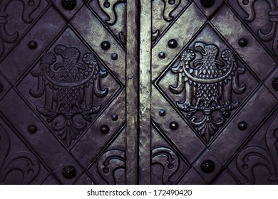 detail metal gate