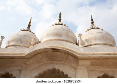 Detail of Nagina Masjid in Agra Red Fort, India. It is also known as the Gem Mosque or the Jewel Mosque. The mosque was built between 1631 and 1640AD.