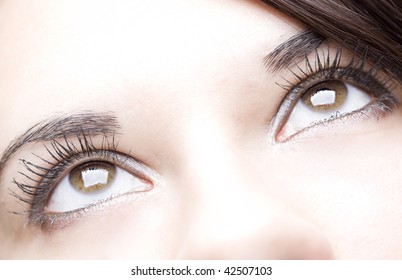 detail of the nice eyes of a gorgeous brunette young girl