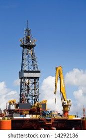 Detail offshore platform with crane