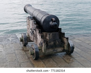 detail of old cannon in la spezia
