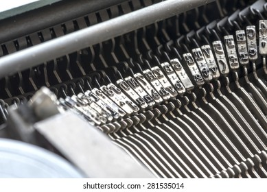 detail of an old typewriter, mechanical detail, close up photo of hammers,  photo lateral, natural light,