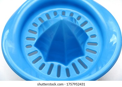 Detalle del exprimidor de zumo de plástico listo para usar