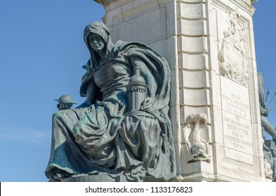 Detail of Queen Victoria statue in front of Hull City Hall